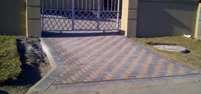 impressive-paved-entrance